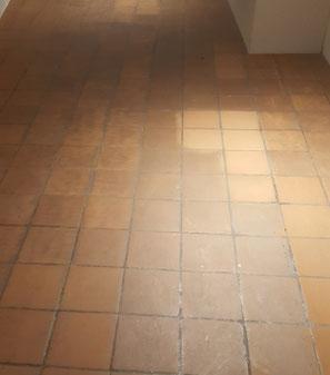 Reinigung und neu Behandlung des Plattenboden in einem Museum