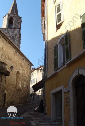 Bargemon, maison où vécu l'abbé ALOISI et où il fut arreté. Une plaque lui rend hommage.