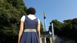 samsalabim-Dirndl, Shooting, Festtagsdirndl, Tracht, Schneewittchendirndl, handmade maßgeschneidert, Oktoberfest, München, Munich, Bavaria