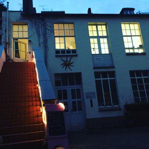 Das Atelier Künstlerstreich bei Nacht
