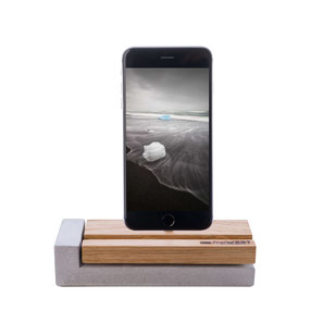 Ladestation für apple iPhone in Holz (Eiche) und Beton