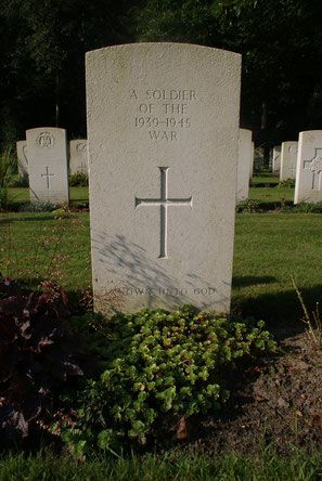 Jonkerbos War Cemetery, Nijmegen, Grave 8.C.9
