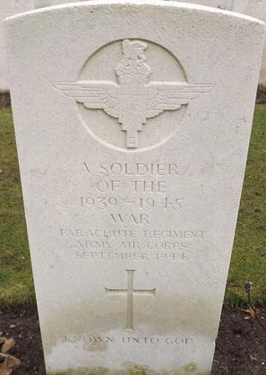 Arnhem Oosterbeek War Cemetery, Oosterbeek, Grave 18.A.14
