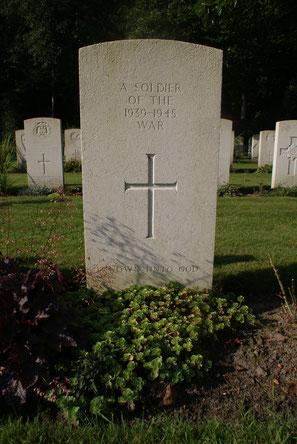 Jonkerbos War Cemetery, Nijmegen, Graves  15.I.1/15.I.2