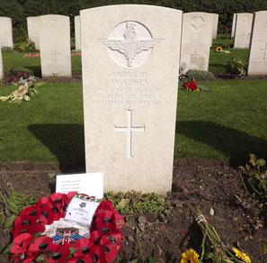 Arnhem Oosterbeek War Cemetery, Oosterbeek, Grave 20.B.7