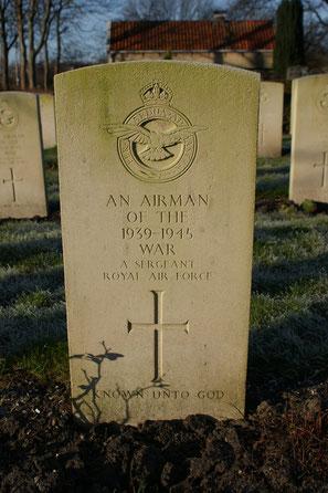 Jonkerbos War Cemetery, Nijmegen, Grave 16.F.8