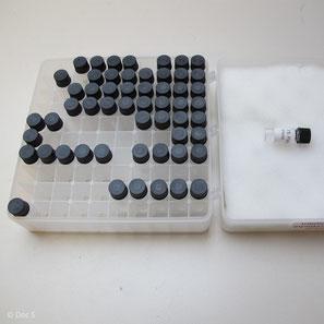 Test-Box mit Material-Proben zur Verträglichkeits-Testung der Amalgam-Ersatzmaterialien