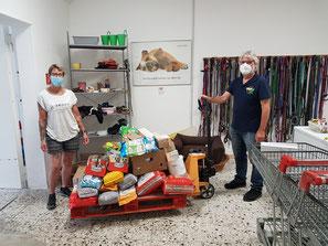 Futterspenden auf Hubwagen