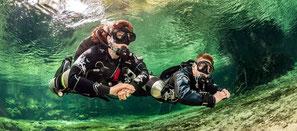 Plongeur sidemount