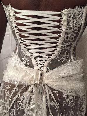 Robe de mariée sur mesure bustier et laçage tout en dentelle