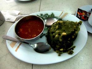 typisches kenianisches Mittagessen Ugali