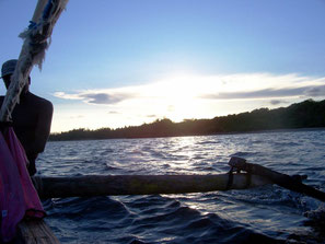 Sonnenuntergang in Kenia vom Segelboot aus