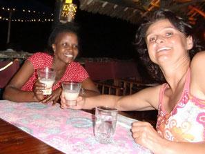 Ina Bärschneider mit ihrer kenianischen Freundin Regina