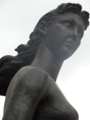 """Au Musée de Paul Belmondo """"La Parisienne"""""""