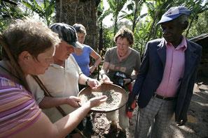 Toeristen op bezoek tijdens de Coffee Tour