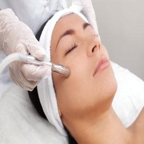 Buchen Sie einen günstigen kosmetik, kosmetiker, nageldesign, nagelstudio, wellness, make up, beauty, fingernagel, maniküre, pediküre, haarentfernung, massagen, pflege im Kosmetikstudio Winsen Luhe, Winsen, Luhe, für Frauen und Männer