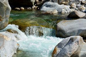grüner Fluss Vale Verzasca Maggia Steine