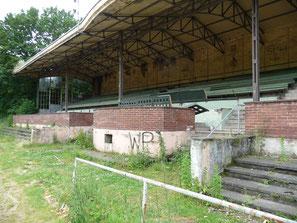 Altes Stadion, West-Tribühne Sitzplatz und Logen
