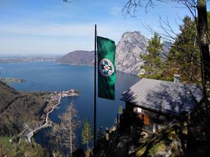 Sonnsteinhütte mit Blick auf Traunsee, Traunstein und Traunkirchen, am Weg zum Kleinen Sonnstein und zum Großen Sonnstein