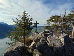 Am Gipfel des Kleinen Schönberg mit Blick auf den Traunsee
