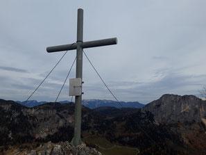 Gipfelkreuz Wurzer Kampl, dahinter der Stubwieswipfel