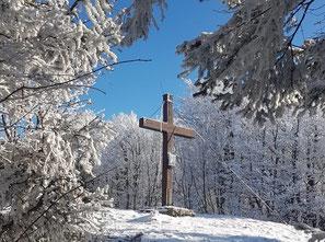 Hochbuchberg Gipfelkreuz nach Wanderung über die Grünburger Hütte