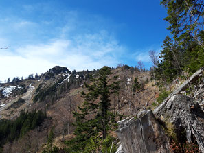 Blick während der Wanderung auf alle drei Gipfel: Steineck, Jacksonstein, Trapez