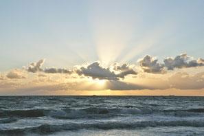 Strand - Region Prerow - Sonnenuntergang - Wolken -- Carpe Diem - Prerow - Bio-Hotel