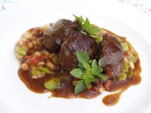 Der Rotweinwanderweg bietet auch Gastronomie mit hochwertiger Küche. Das Hotel-Restaurant Hohenzollern ist die einzige Gastronomie am Rotweinwanderweg mit sehr hochwertiger Küche und Service.