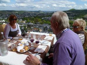 Der Wanderer auf dem Rotweinwanderweg wird sich im Hotel-Restaurant Hohenzollern auf hohem Niveau sehr gut aufgehoben fühlen.