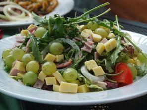 Der Michaelishof am Rotweinwanderweg in Mayschoß serviert Ihnen knackig-frische Salate.