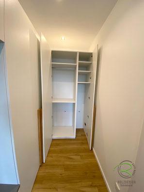 Flurschrank über Eck mit Inneneinteilung nach Kundenwunsch - Stauraum für Garderobe u. Bügelstation, Garderobenschrank in weiß über Eck