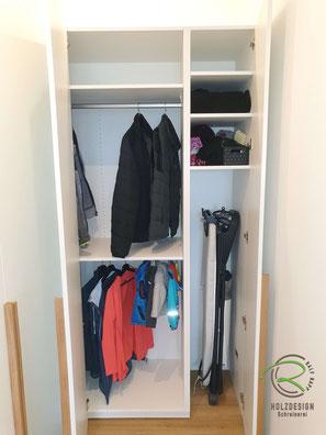 Flurschrank - Stauraum für Garderobe & Bügelstation, Garderobenschrank in weiß mit Schuhschrank u. Stauraum für Garderobe & Bügelstation, Flurgarderobe in weiß, Inneneinteilung Flurmöbel nach Maß