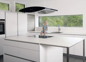 Küche vom Schreiner von Schreinerei Holzdesign Ralf Rapp, Küchengalerie, grifflose Küche weiß matt, Kücheninsel