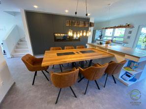 Küchentisch mit Stahltischgestell für 7 Personen,Moderner Esstisch Eiche mit anthrazitem, trapezförmigen Stahltischgestell mit Massivholztischplatte mit Steckdoseneinheit u. Schieferplatten als Topfuntersetzer