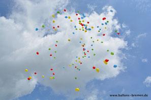 Bunte Luftballons über Bremen