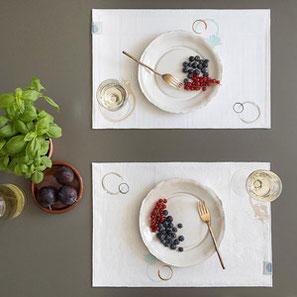 SUSTAINED tafellaken met vlekken