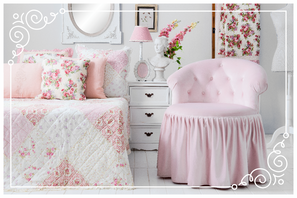 Schlafzimmer in rosa, traumhafte Dekoration in rosa, Kissen, Tagesdecke, Lampe, Spiegel, Deko, Brakel, Dekoration, Clayre & Eef