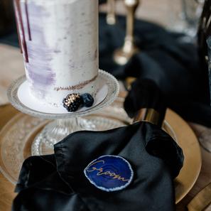 Purple Rain Hochzeitspapeterie Gold Folienprägung Styled Shoot Achatscheiben