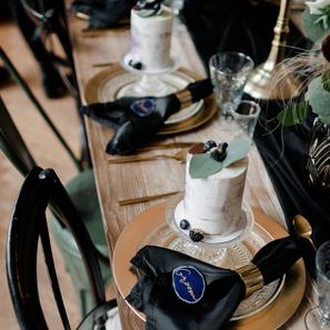 Purple Rain Hochzeitspapeterie Gold Folienprägung Styled Shoot