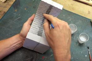 Steingussmodelle werden auf Wunsch koloriert