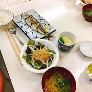 鯵の塩焼き/玉ねぎサラダ/土鍋で炊くご飯/出汁からとる味噌汁