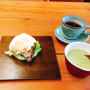 手作りベーコンサンド/ソラマメスープ