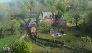 L'émission les 100 lieux qu'il faut voir vous fait découvrir Collonges-la-Rouge, le Moulin de Niel, le Château de Turenne, l'Abbaye d'Aubazine et Beaulieu-sur-Dordogne