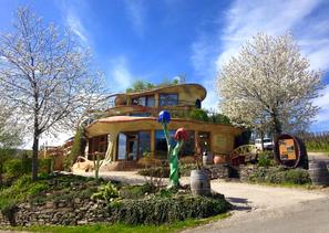 Das Weingut Försterhof bietet Ihnen einen umfangreichen Service für Ihre Rast am Rotweinwanderweg.