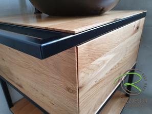 Massivholz Eiche-Waschtischunterschrank mit schwarzem Stahlgestell u. integriertem Handtuchreling von Schreinerei Holzdesign Ralf Rapp in Geisingen