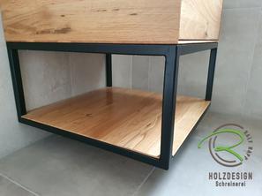 Massivholz Eiche Waschtisch mit schwarzer Stahlkonsole und offenem Ablagefach von Schreinerei Holzdesign Ralf Rapp in Geisingen