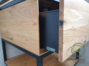 Massivholz Eiche-Waschbeckenunterschrank mit schwarzer Stahlkonsole, offenem Ablagefach und Schublade von Schreinerei Holzdesign Ralf Rapp in Geisingen