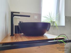 wandhängender Eiche Waschtischunterschrank für Gäste WC mit schwarzem Stahlgestell u. integriertem Handtuchhalter von Schreinerei Holzdesign Ralf Rapp in Geisingen für rundes Aufsatzbecken in schwarz