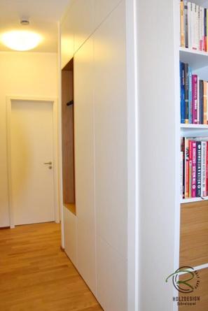 Griffloser Einbauschrank Garderobe in weiß & Eiche furniert mit offener Garderobennische & Schuhschrank